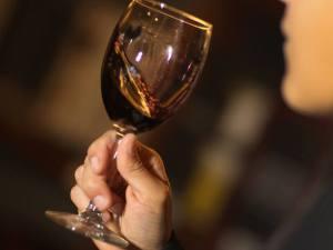 balancando-vinho